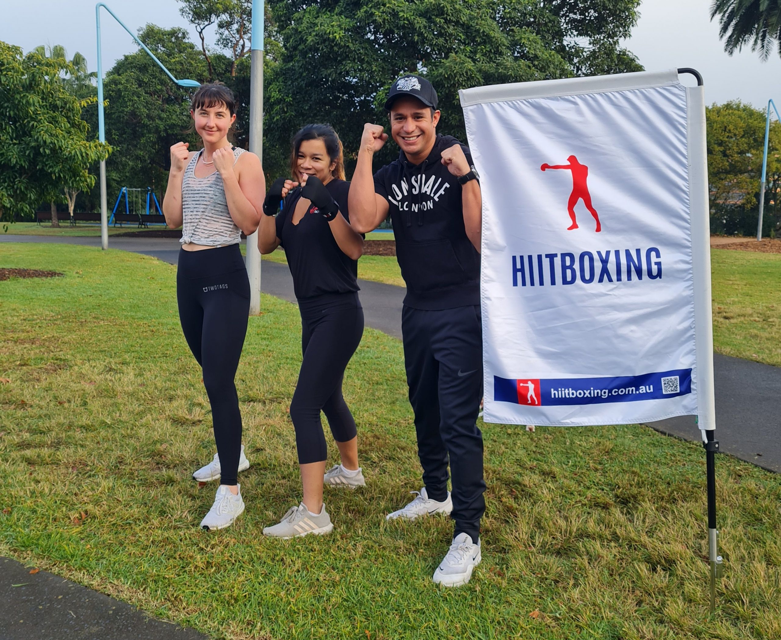 outdoor boxing hiitboxing posing